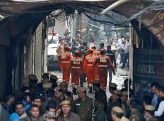 Incêndio em fábrica deixa 43 mortos na Índia