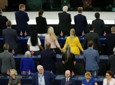 Protestos marcam primeira sessão do novo Parlamento Europeu