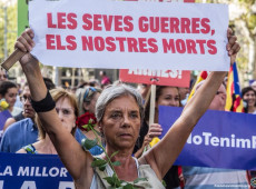 Protestos marcam aniversário de um ano de ataque terrorista em Barcelona