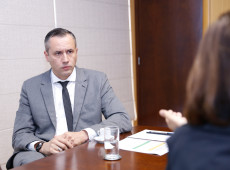 Apesar de demissão de Alvim, política cultural 'totalitária' continua no Brasil, diz imprensa francesa