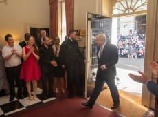 Boris Johnson toma posse como primeiro-ministro do Reino Unido