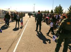 Agentes fronteiriços dos EUA publicaram mensagens racistas e xenófobas sobre migrantes, diz site