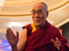 Em fala machista, dalai-lama diz que sucessora feminina deve ser 'atraente'