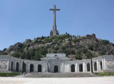 Vaticano corrige versão da Espanha sobre exumação de Franco
