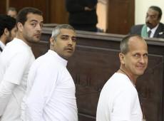 Jornalistas da Al-Jazeera são condenados a penas de 7 a 10 anos no Egito