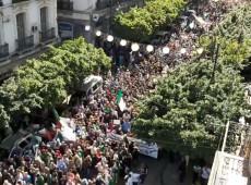 Multidão toma as ruas da Argélia para pedir 'nova independência'