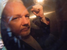 Assange nega 'consentimento' para ser extraditado aos Estados Unidos