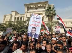 Em meio a impasse judicial, opositores de Mursi convocam protestos no Egito