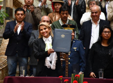Jeanine Áñez aprova lei para convocar novas eleições na Bolívia