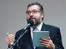 Ernesto Araújo: Itamaraty só produzia fogões; agora, faz motocicletas
