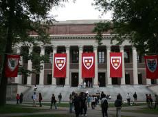 Governo dos EUA diz ver racismo em seleção de alunos asiáticos em Harvard