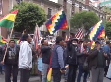 Manifestantes pró-Morales protestam contra golpe de Estado na Bolívia