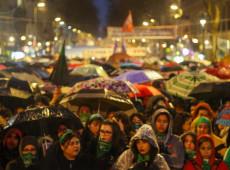 Por 38 votos a 31, Senado da Argentina rejeita projeto para despenalizar aborto