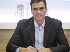 Após maus resultados em eleições regionais, líder do PSOE anuncia intenção de convocar primárias do partido