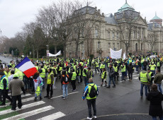 'Coletes amarelos' criticam medidas anunciadas pelo presidente da França