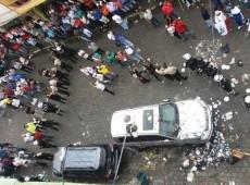 Ex-presidente Correa é hostilizado ao fazer campanha pelo não em referendo no Equador