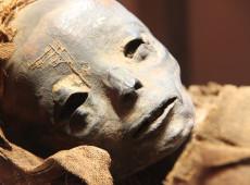 Egito encontra 10 múmias de crianças em tumba