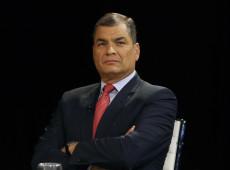 Equador viola direito internacional ao retirar asilo de Assange, diz Rafael Correa