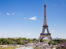 Torre Eiffel é fechada depois de homem ter escalado o monumento