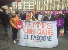 """Protesto em Paris diz """"não ao tapete vermelho de Macron à extrema direita do Brasil"""""""