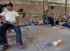 Estado reage e persegue líderes de polícias comunitárias mexicanas