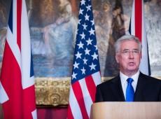 Acusação de assédio derruba secretário de Defesa britânico