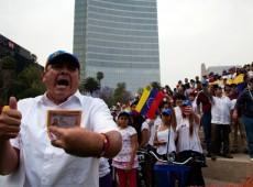 """Em ato da imprensa contra mortes no México, venezuelanos xingam jornalistas de """"chavistas"""""""