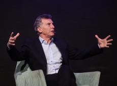 Após derrota, Macri aumenta salários e congela preço de combustíveis