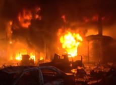 Incêndio em prédios em Bangladesh deixa quase 80 mortos