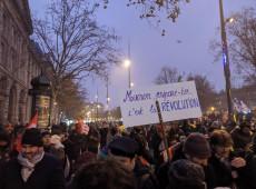 Segundo dia de greve na França paralisa parte do metrô e fecha hospitais e escolas em Paris