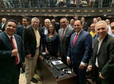 Deputados governistas retornam à Assembleia Nacional da Venezuela