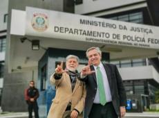Favorito à presidência da Argentina, Alberto Fernández visita Lula em Curitiba