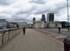 Ataque com faca na London Bridge deixa vários feridos; área é interditada