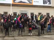 'O estuprador é você': mulheres vão às ruas em todo o mundo protestar contra violência de gênero