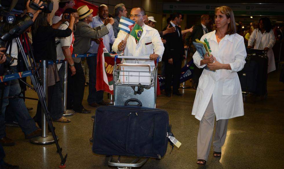 Médicos deixam Brasil até o final do ano, anuncia governo cubano