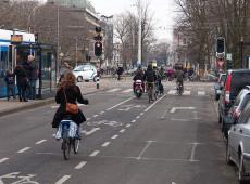 Em crise por excesso de bicicletas, Amsterdã vai criar garagem subaquática