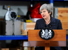 Não estou preparada para adiar Brexit para além de 30 de junho, diz Theresa May