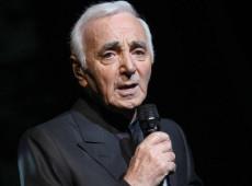 Aos 94 anos, morre, na França, o cantor Charles Aznavour