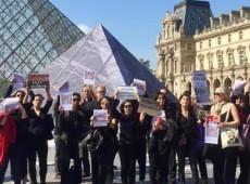 Brasileiros vão às ruas em Paris em protesto contra ditadura: 'nunca mais'
