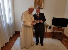 Papa Francisco recebe ex-ministro Celso Amorim e se diz preocupado com situação de Lula