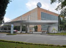 Ex-funcionários da Volks vão à sede da empresa no ABC e cobram reparação por perseguição na ditadura