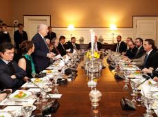 'Santa Ceia da extrema direita': nos EUA, Bolsonaro janta com Olavo de Carvalho e Steve Bannon