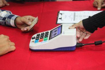 Além de documento, eleitor só chega à urna após identificação biométrica. Foto: CNE