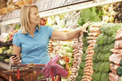 "porque temos que comprar alimentos caros e ruins nos supermercados? Se é que o que está no supermercado pode se considerar ""alimento"". Dar uma papinha industrializada para seu bebê é estar alimentando-o?"